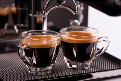Kawy do ekspresu – sposób parzenia i podawania